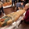 Videóra vették, ahogyan felnyitják Anhefenhonszu 3000 éves koporsóját