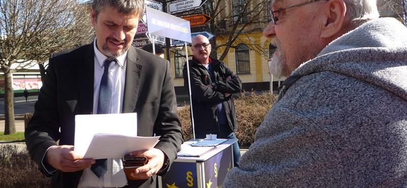 Nem a hamis aláírásgyűjtés, hanem Hadházy zavarta a képviselőket Tótkomlóson