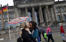 Szembemennek a Vatikánnal a bajor katolikus papok: megáldják az azonos nemű párokat
