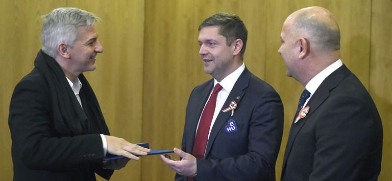 Alföldi Róbertet kitüntette az MSZP