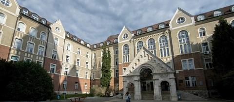 Újabb alapítványi egyetem - Pécsen is megszavazták a modellváltást