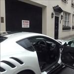 Kemény Ferrarival csapatja Londonban Gordon Ramsay – videó