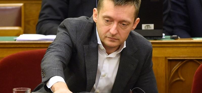 Soros-közeli bankár tárgyalt Rogán bizalmasánál, videóra is vették
