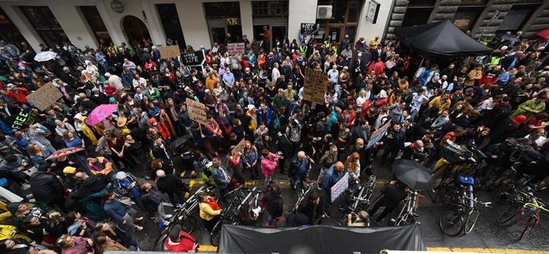 """Színművészetis tüntetés: csak egy """"liberális fészek"""" felszámolása, vagy értelme is van az SZFE átalakításának?"""