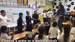 Iskolapadon táncoló diákok: így lelkesít egy amerikai tanító