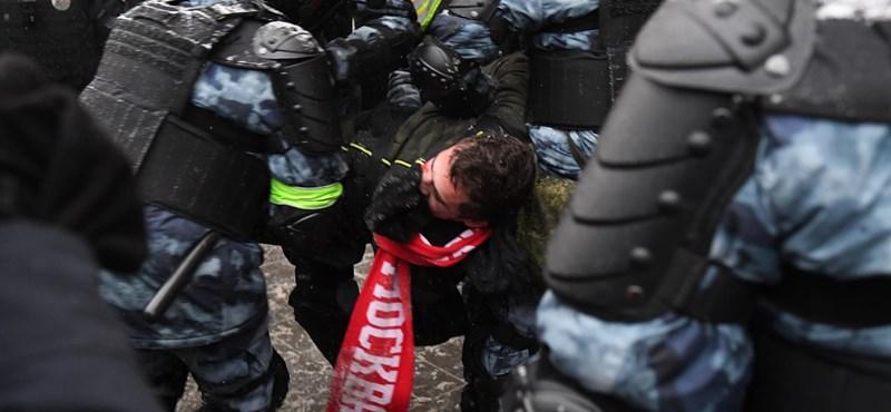 Ötezernél is több embert vettek őrizetbe a Navalnij melletti tüntetéseken