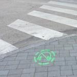 A nap fotói: egyszerű felfestések, de gyalogosok életét menthetik meg