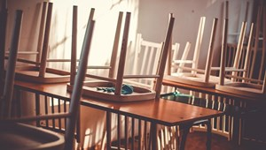 Menniük kell a diákoknak: életveszélyes a pécsi iskola