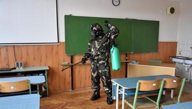 Operatív törzs: Az adatok alapján még nem kell teljesen lezárni az iskolákat