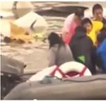 Videó: Épségben húztak ki egy kisgyereket a Tajvanon lezuhant repülő roncsából