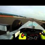 Így megy Schumacher új autója - videó