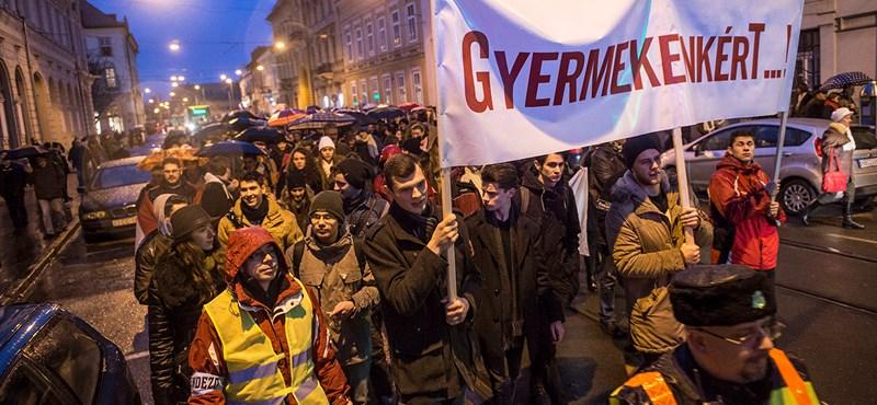 Beadta a derekát a kormány, megkeresték a tiltakozókat