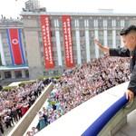 Kötelező frizura: Kim Dzsong Un lassan minden határon túlmegy