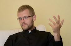 """""""A prédikációt olyan közvetlenül mondom, mintha pizza és sör fölött ülnénk"""" - portré Hodász Andrásról, a vlogger papról"""