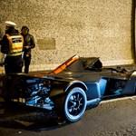 Motoros miatt törhetett össze az Alagútban a gigadrága autó