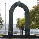 Siófokra viszik a Károlyi-szobrot a Kossuth térről