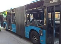 Kukásautóval ütközött a BKK egyik Mercedes busza – fotók