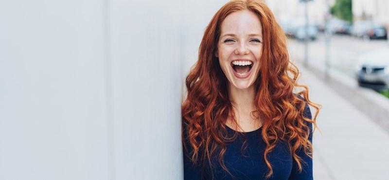 A nevetés boldogít, vagy azért nevetünk, mert boldogok vagyunk?