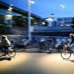 A nap fotója: a járdán a kerékpárt csak tolni szabad