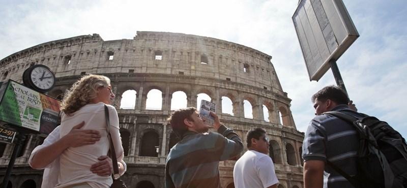 Földrengés-jóslat miatt menekülnek Rómából