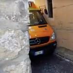 Azt hiszi, az olaszok rosszul vezetnek? Ez a sofőr megcsinálta a lehetetlent – videó