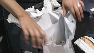 Hatott a briteknél a termékdíj: egy év alatt 60 százalékkal kevesebb nejlonzacskót használtak