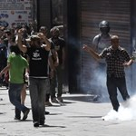 Fákat védő tüntetőkre támadtak a rendőrök Isztambulban