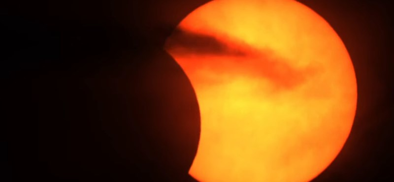 Élő videókat indítottak, ezeken keresztül is követheti a mai gyűrűs napfogyatkozást