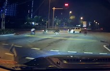 Mint a rossz szellemek, suhannak a kamikaze biciklisek Malajziában - videó