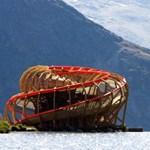 Különleges svájci kilátó - hatalmas csiga a hegyek között