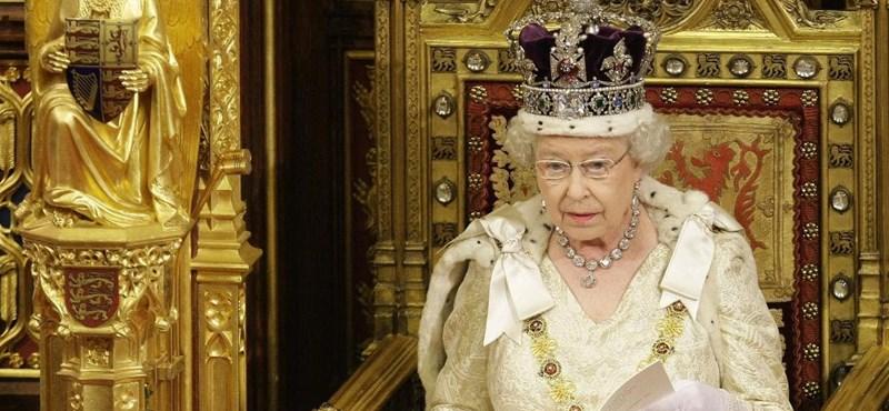 Bombára bukkantak II. Erzsébet mai úticéljánál
