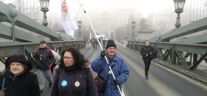 Pontosít a bíróság: nem a hídfoglalást engedélyezték, csak a rendőrség hibázott
