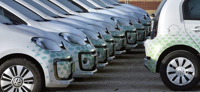 Októbertől megint ingyenpénzt ad a kormány az elektromos autókhoz