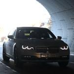 Kémfotókon az új 7-es BMW, ami az X7-éhez hasonló vonásokat kap