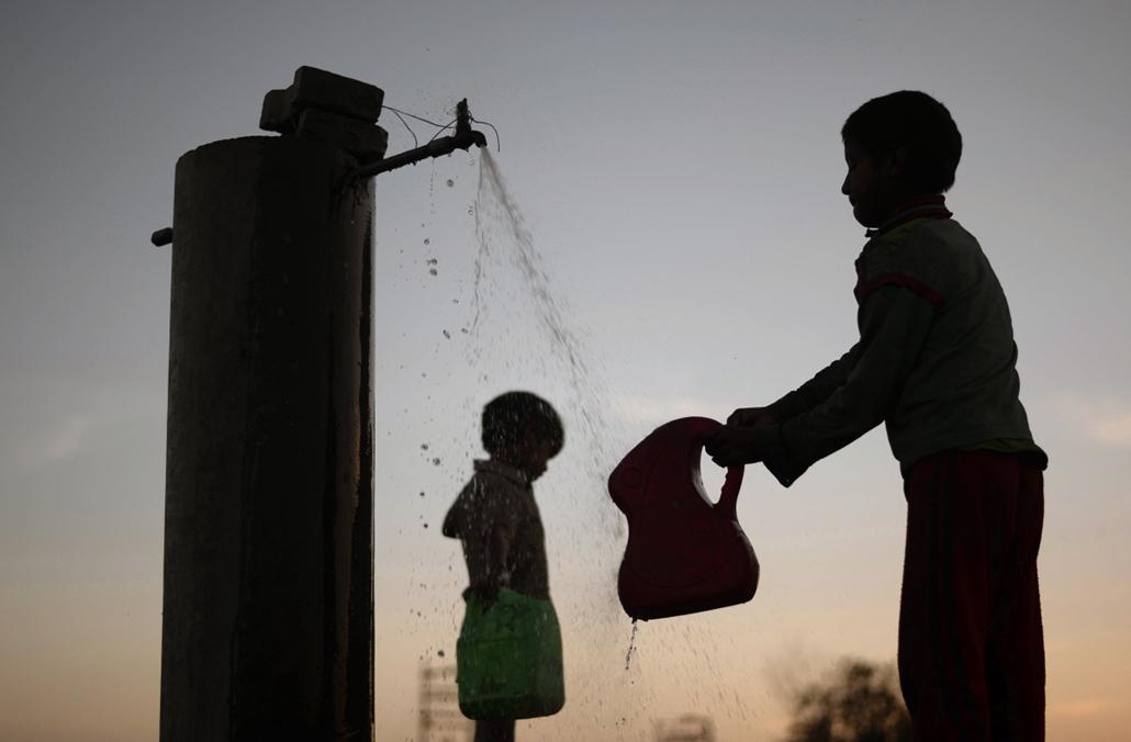 hét képei afp.16.03.22. - Jalandhar, India: gyerekek a víz világnapján