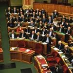 Megszavazták a magasabb fizetést az állami tisztviselőknek