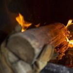 A fával fűtők mégsem kaphatnak a rezsicsökkentésből