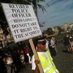 Tüntetés Budapesten: ezren is lehettek a Clark Ádám térnél