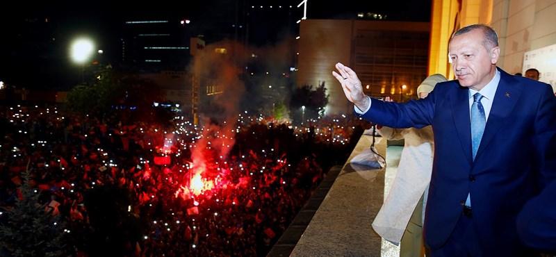 Hivatalosan is Erdogan nyert