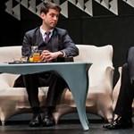 Alföldi a színpadon leckézteti a miniszterelnökét