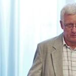 Kirúgták az ELTE dékánját – A professzor nem a diáklányokra utazott