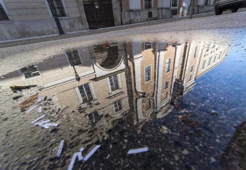 """""""Rablóprivatizáció"""" – felvásárlási hullámot is hozhat az új lakástörvény"""
