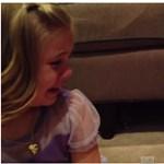 Videó: Teljesen kiborul a kislány, amikor megtudja, hogy az öccse nem marad kisbaba