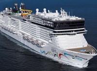Videón egy óriáshajó, amint elviszi a kikötői mólókat