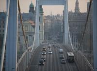 Két autó ütközött az Erzsébet hídnál