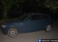 BMW-t akart lopni a tolvaj, de végül a kocsiban ragadt
