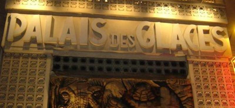 Nudista előadást rendeznek Párizsban, a nézők és a szereplők is pucérak lesznek