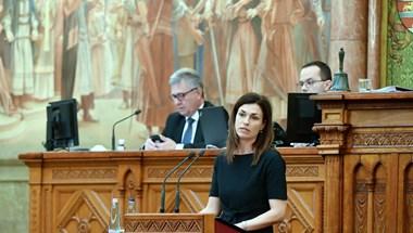 Tavasszal érkezik Varga Juditék javaslata a nagy tech cégek hazai szabályozásáról