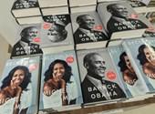 Memoártörténet: évszázadnyi előzmény után olvashatunk a zugcigiző Obamáról