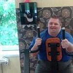Több helyre is hívják az edzőteremből kinézett Down-szindrómás fiút